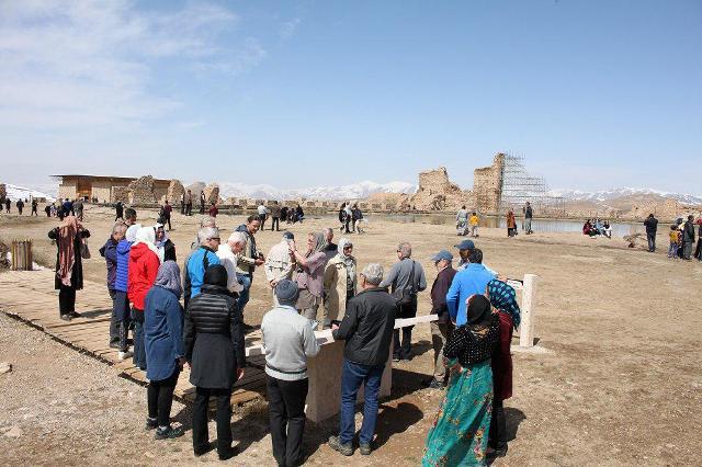بازدید گردشگران 20 کشور خارجی از تخت سلیمان تکاب