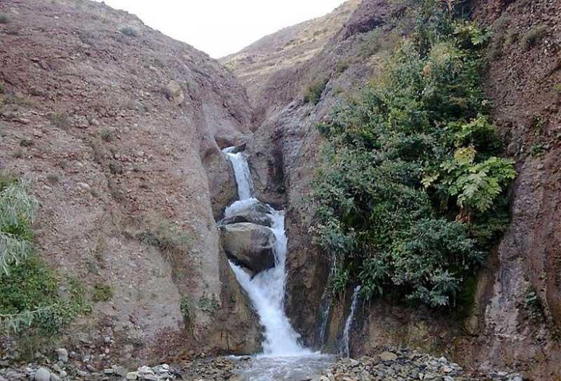 آبشار ماهاران جاهای دیدنی جلفا در بهار