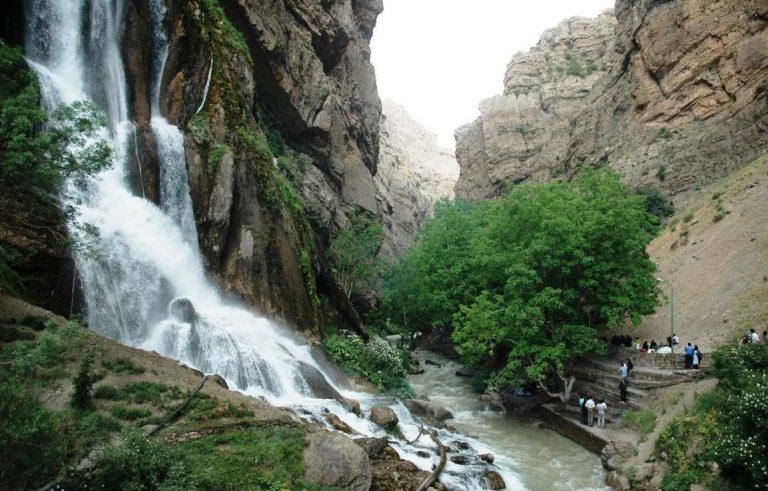 آبشار نوژیان از جاهای دیدنی خرم آباد