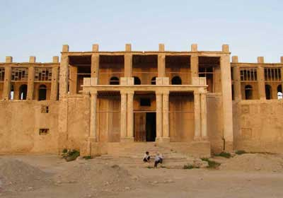 عمارت ملک جاهای دیدنی بوشهر در بهار