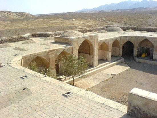 قصر بهرام جاهای دیدنی سمنان در بهار