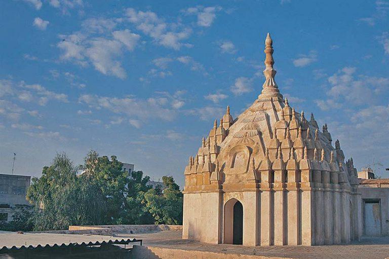 معبد هندوها جاهای دیدنی بندرعباس در بهار