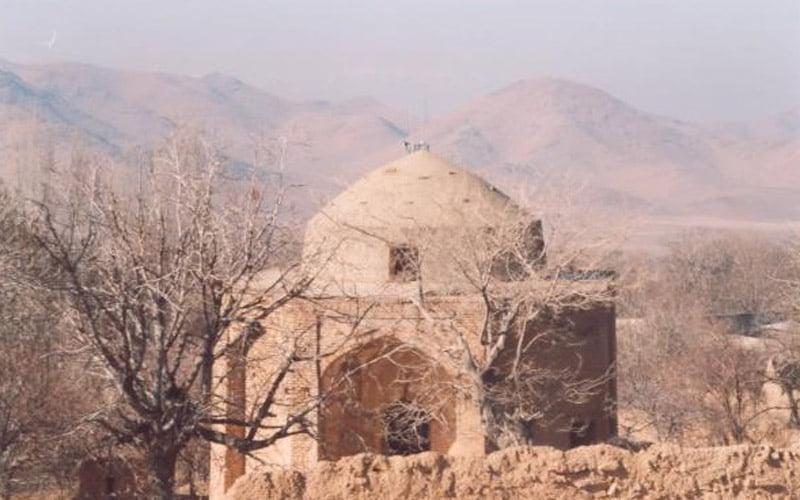 مقبره شاه غریب از جاهای دیدنی اراک جاهای دیدنی اراک در بهار