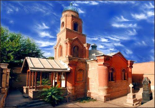 کلیسای کانتور جاهای دیدنی قزوین در بهار