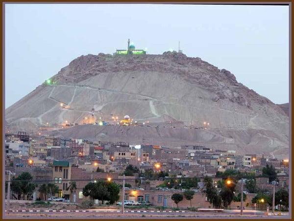 کوه خضر نبی جاهای دیدنی قم در بهار