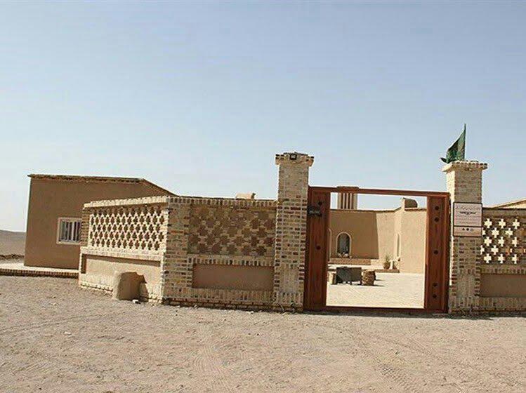 اقامتگاه بومگردی نمکزار سه قلعه سرایان