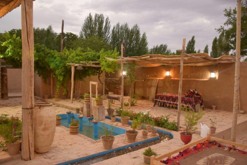 اقامتگاه بومگردی فرواب پارس