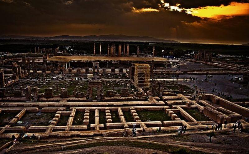 تخت جمشید جاهای دیدنی شیراز - 20 جاذبه برای تابستان