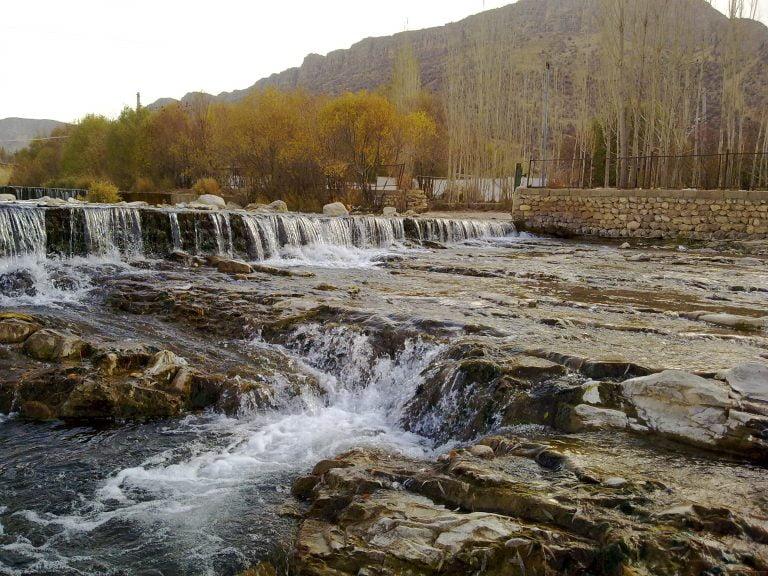 تیزاب  جاهای دیدنی شیراز - 20 جاذبه برای تابستان