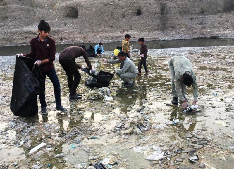 حاشیه رودخانه آبنما رودان از زباله پاکسازی شد