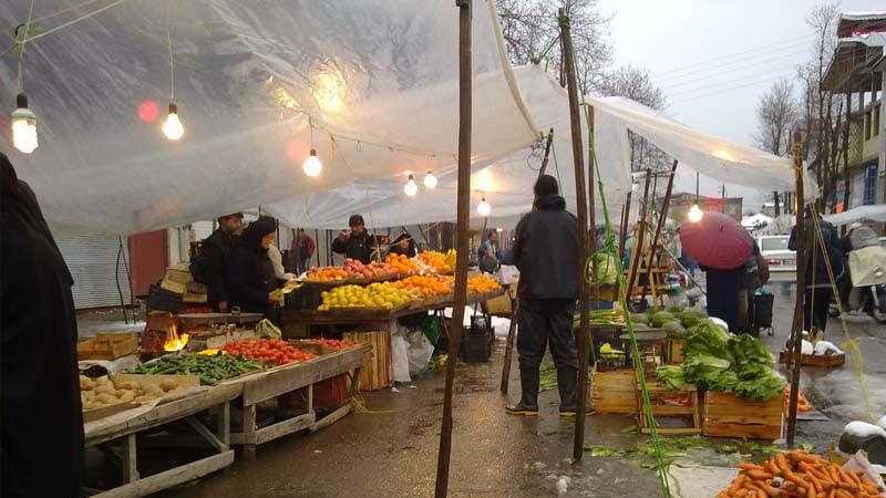 بازار 1 800x450 - جاهای دیدنی سیاهکل در پاییز