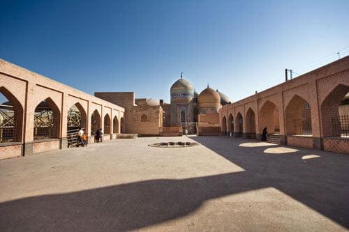 شیخ صفی - جاهای دیدنی اردبیل در پاییز