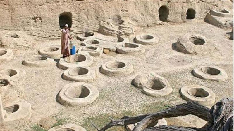 چاههای سنگی 800x450 - جاهای دیدنی سیراف | جاذبه های گردشگری ایران