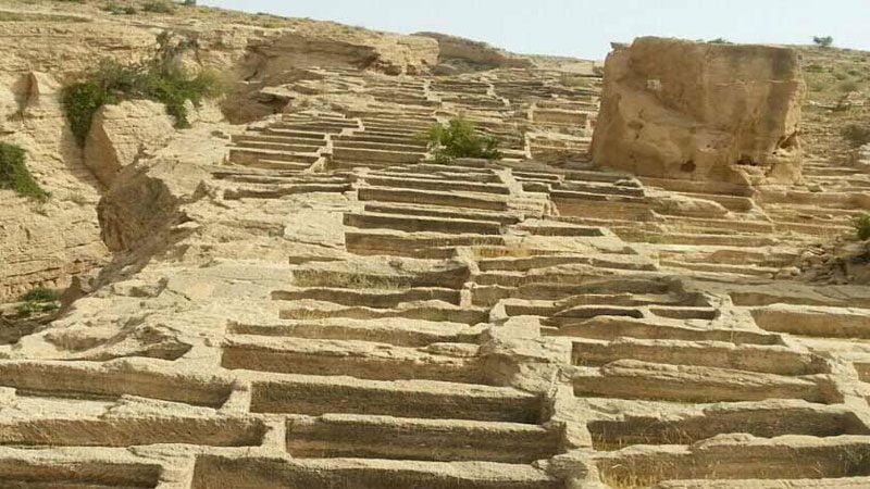 گور تمدن ها 800x450 - جاهای دیدنی سیراف | جاذبه های گردشگری ایران