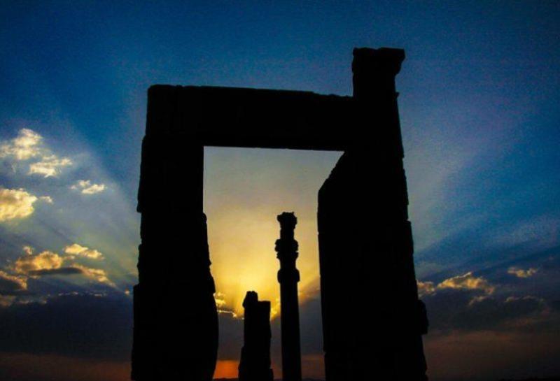 شکست سکوت و تاریکی با نور افکنی بر یادمان های تاریخی