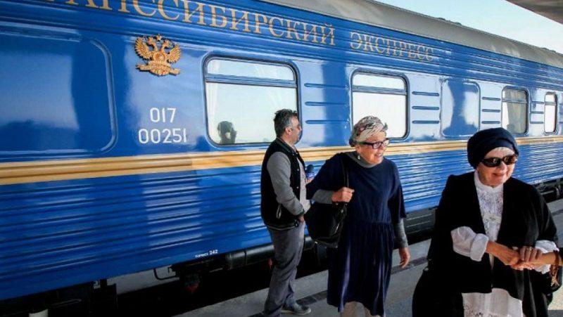 قطار توریستی عقاب طلایی به ایستگاه مشهد رسید