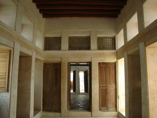عمارت روغنی بوشهر