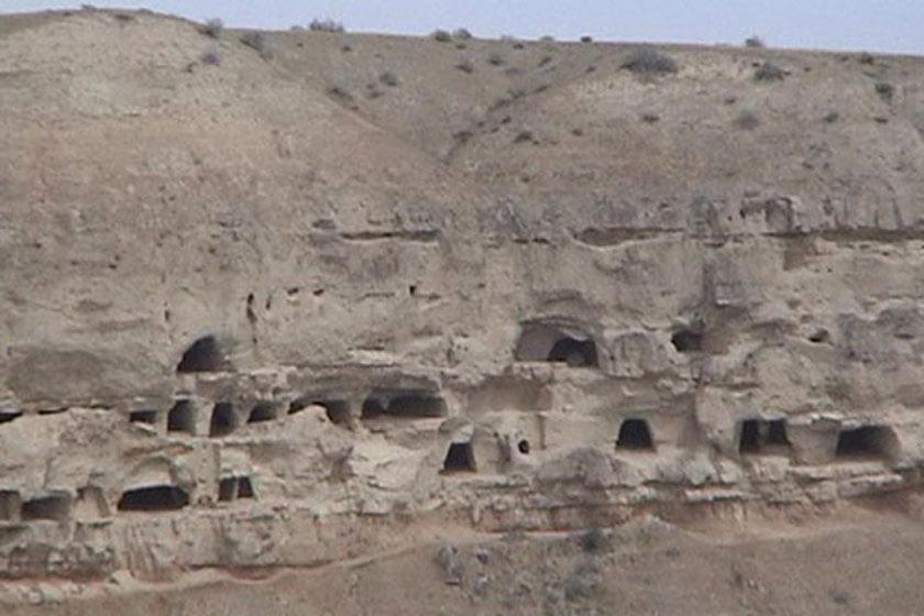 غار چهل چاه
