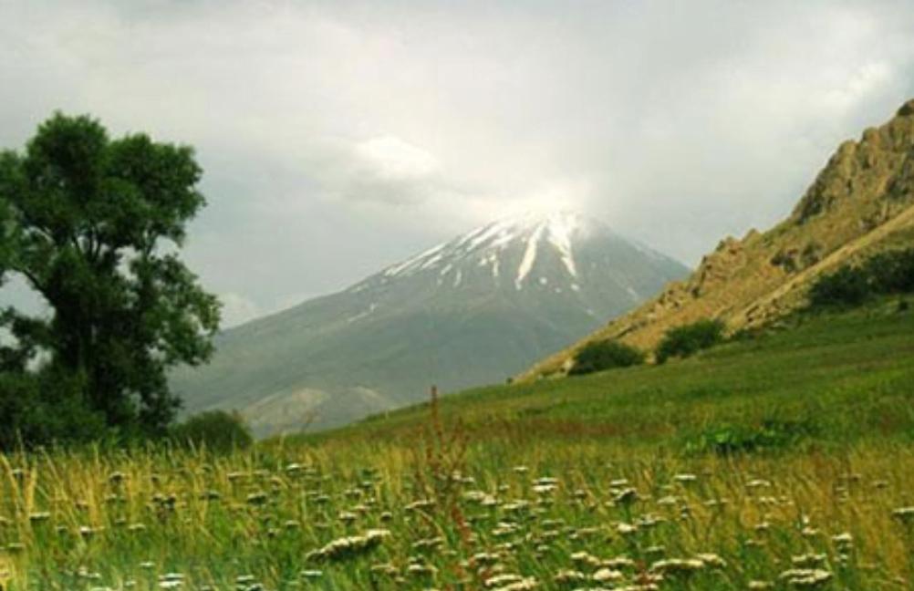 دشت نوا و قله پاشوره