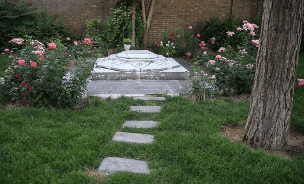 مقبره محيط طباطبايی شهرری