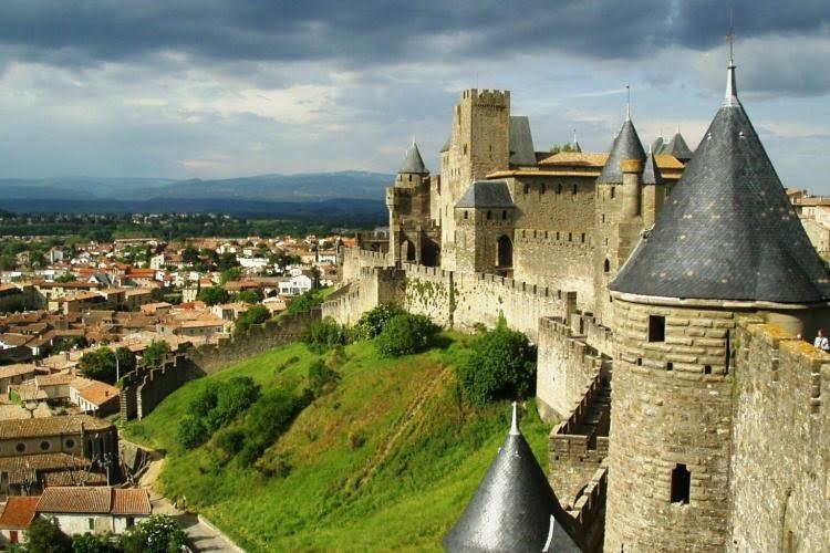 از کانال زیبای میدی در گردشگری تور فرانسه بدانید...