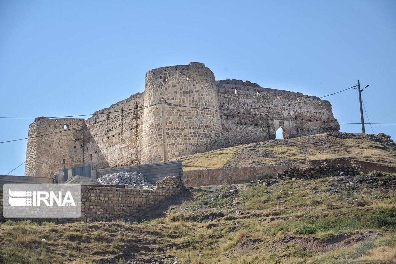 کاروانسرای قلعه نصیر، اثری تاریخی بدون مراقب