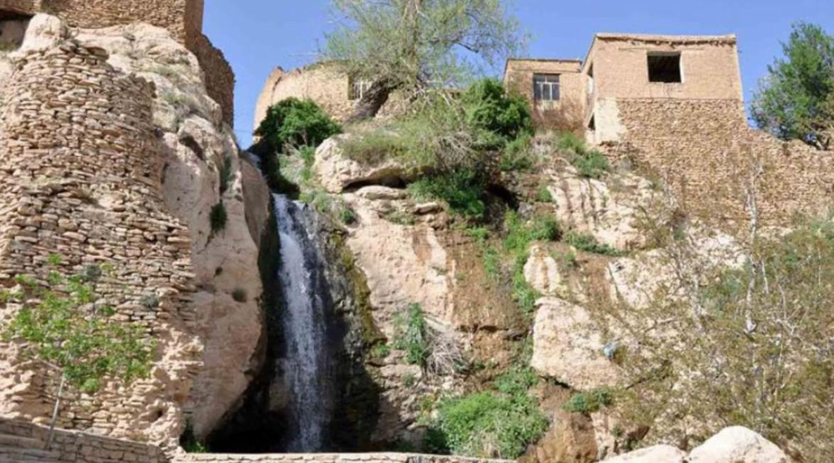 آبشار و پارک کوهستانی تقرچه سمیرم