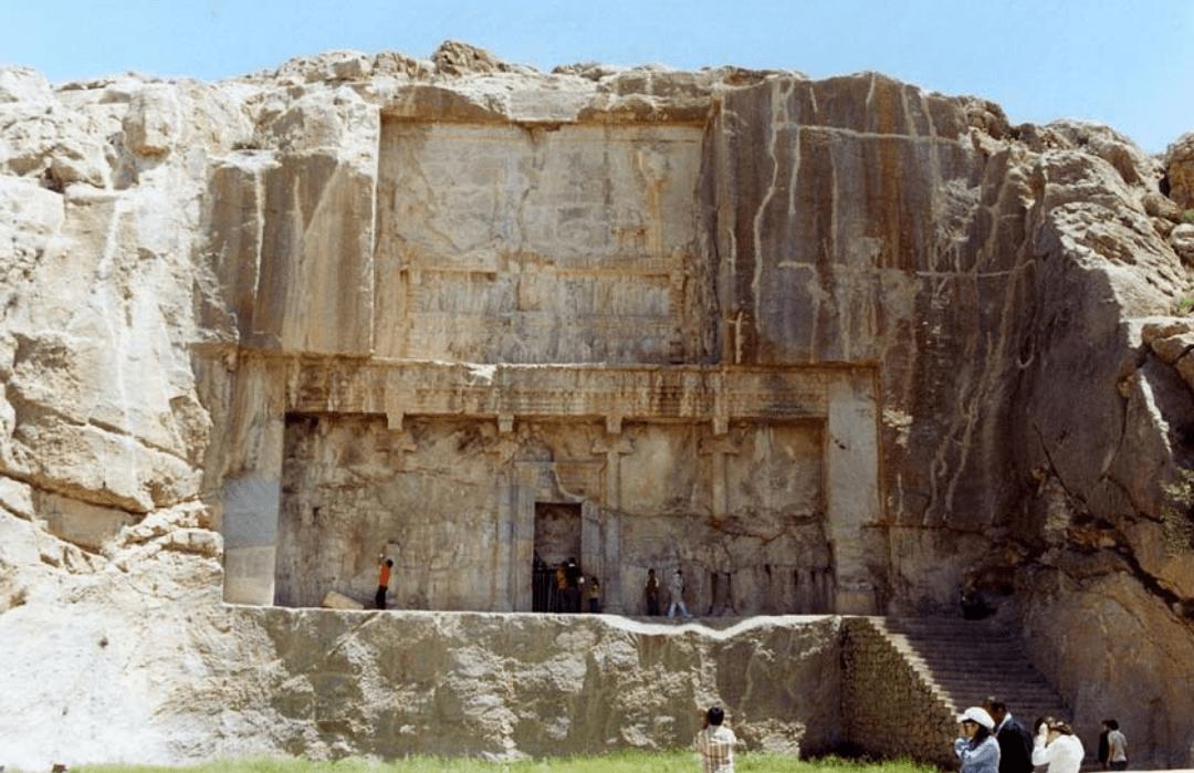 آرامگاه اردشیر دوم  آرامگاه اردشیر دوم