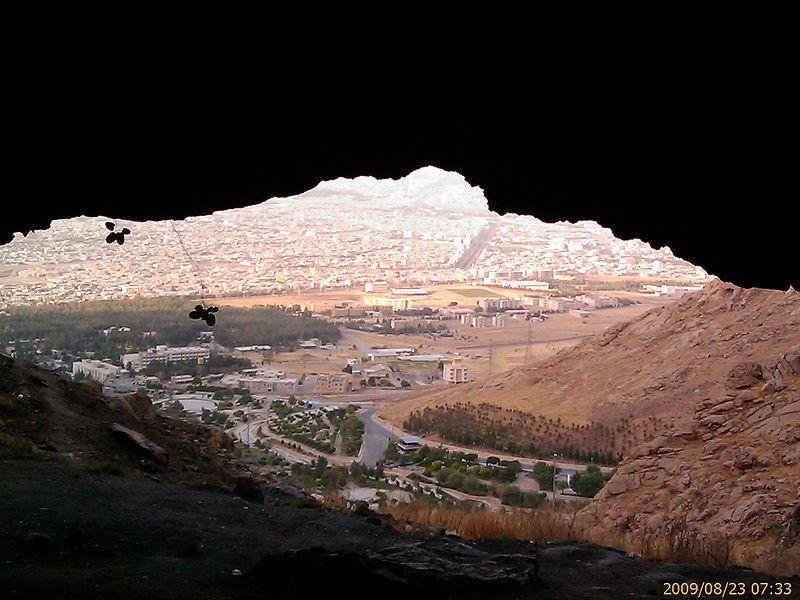 غار دو اشکفت  20 جای دیدنی کرمانشاه در تابستان