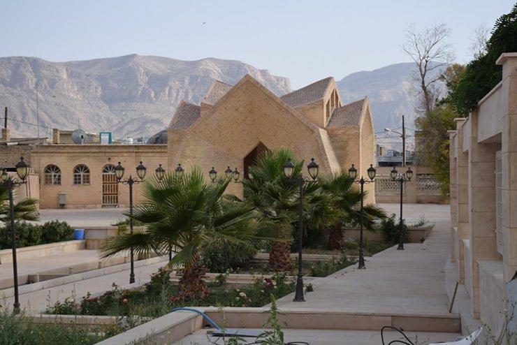 آرامگاه میرزا احمد نی ریزی موزه و آرامگاه میرزا احمد نی ریزی