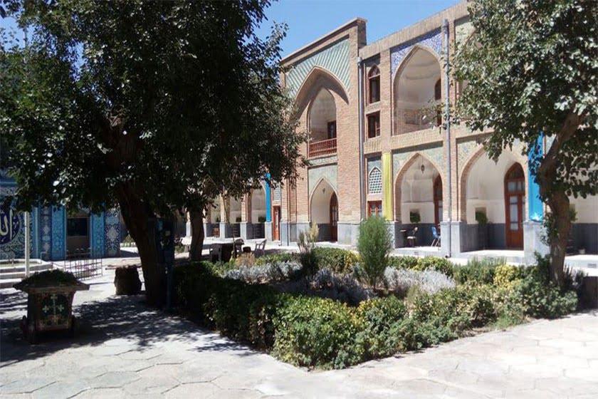 مدرسه عباسقلی خان جاهای دیدنی مشهد ،100 جاذبه گردشگری معروف