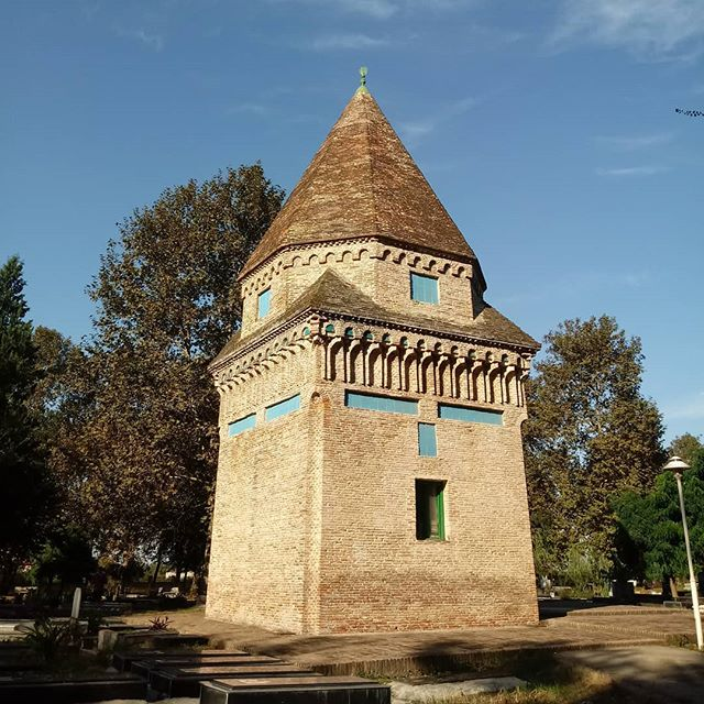 برج مقبرهی زریننوا