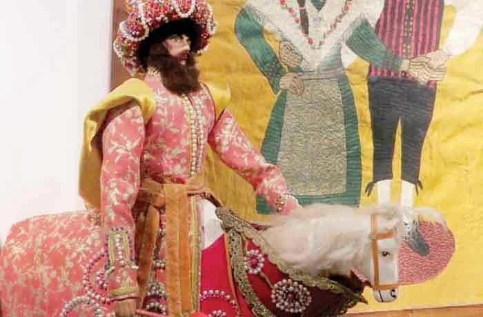 لایکونیک  موزه عروسک های ملل