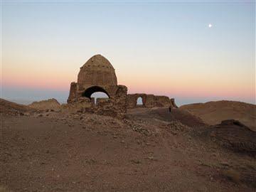چهارطاقی و قلعه باستانی نخلک