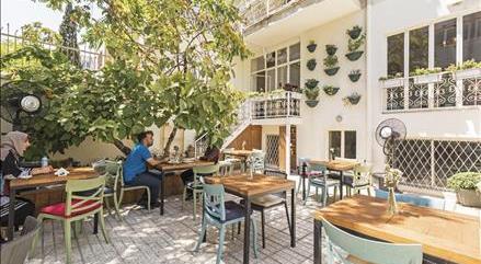 کافه حیاط 65 کافه حیاط 65 تهران