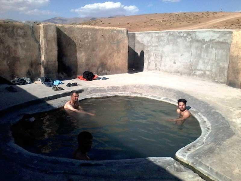 چشمه آبگرم تخت سلیمان