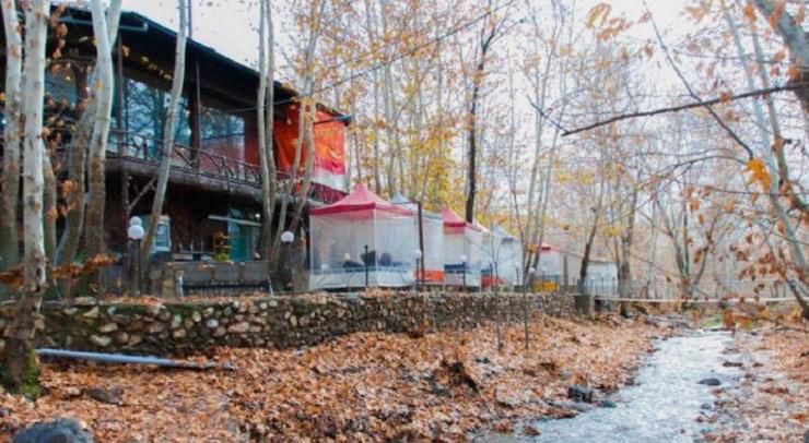 باغ رستوران آب و آتش