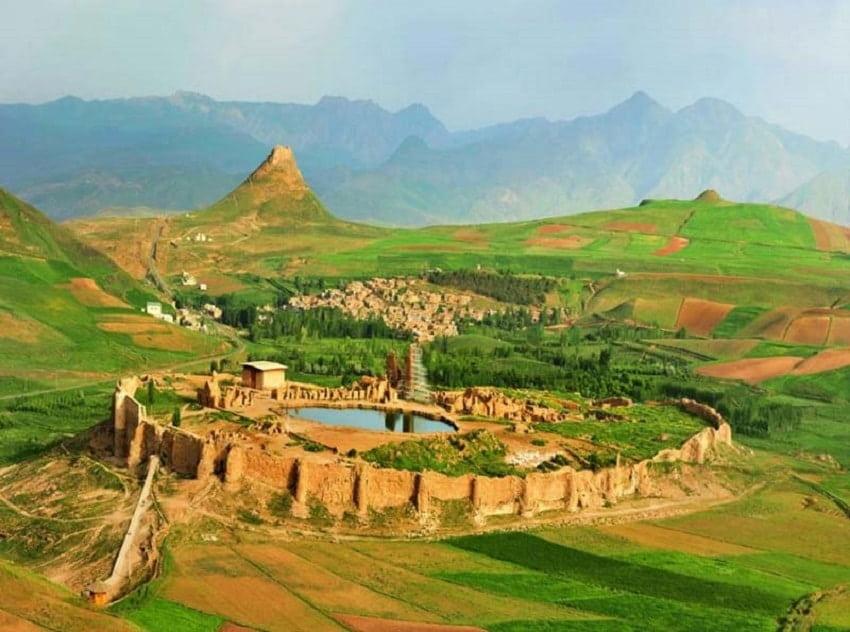 دریاچه گنج تخت سلیمان