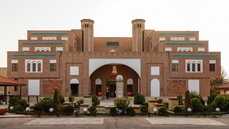 نمای بیرون هتل پارسیان صفائیه یزد