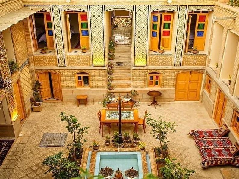 اقامتگاه بوم گردی سرای همایونی شیراز