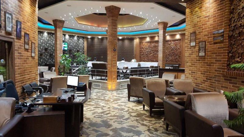 رستوران آفتاب درخشان صحرا
