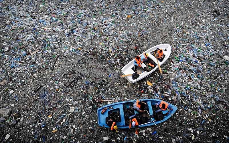 زباله در دریا