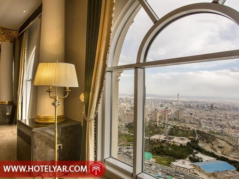 تصویر چشم انداز زیبای هتل اسپیناس پالاس به شهر تهران