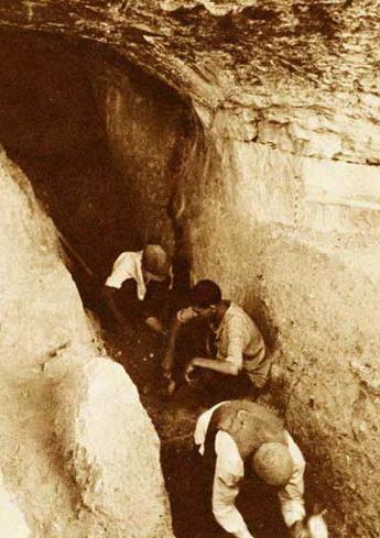 غار بیستون