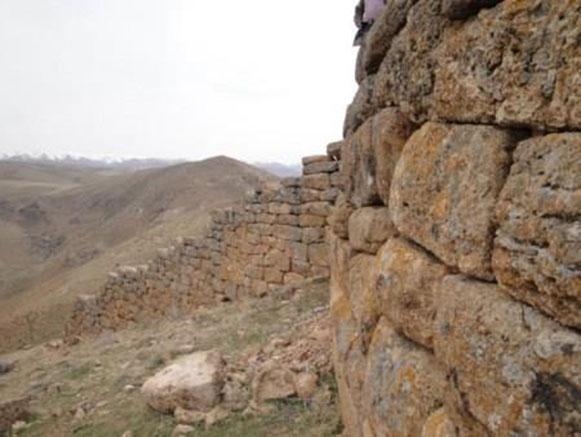 قلعه و غار جوشاتو